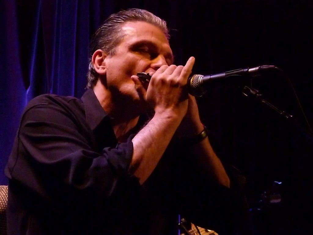 Vincent Bucher à l'harmonica